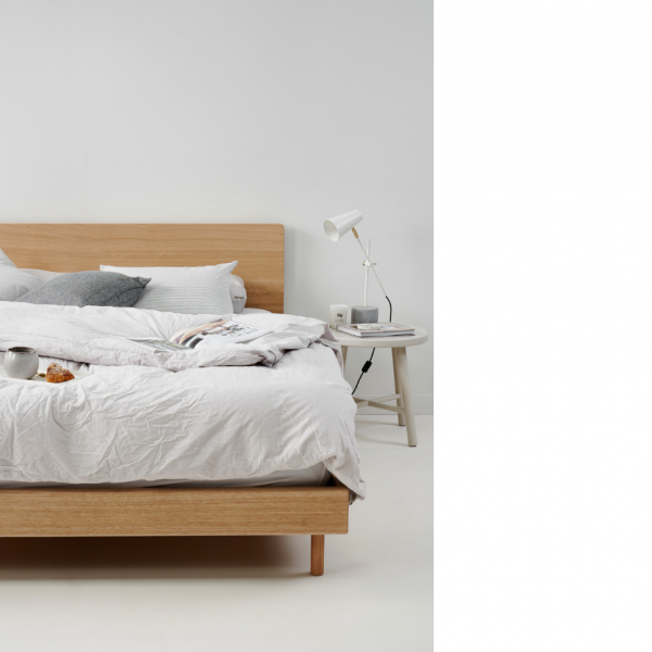 mllie bed closeup mubu am oak